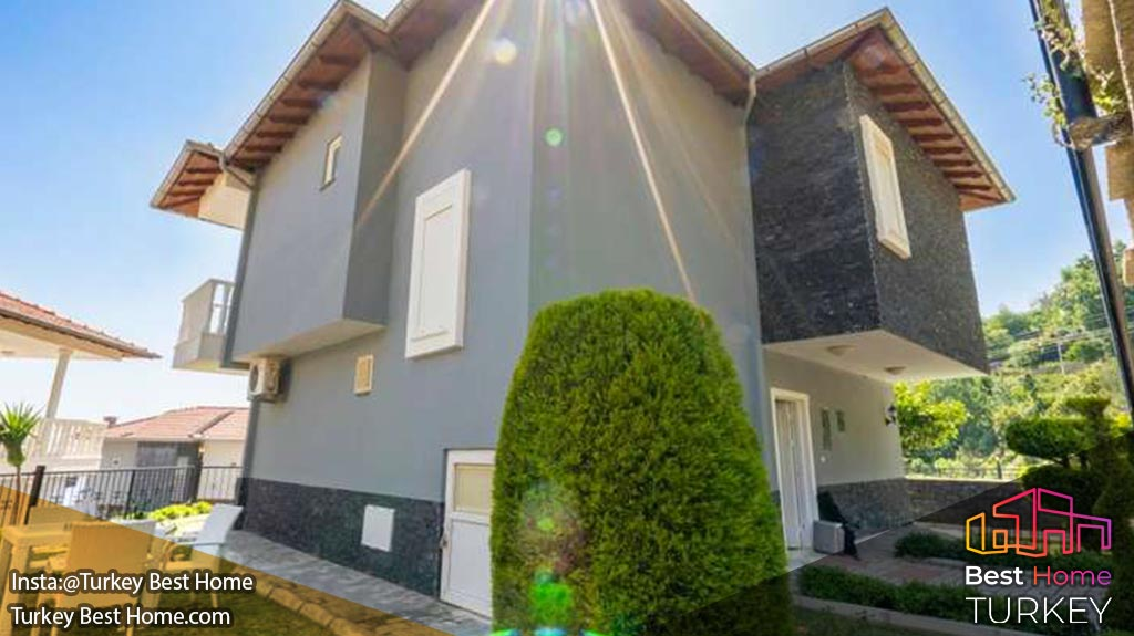 فروش ویلا 3 خوابه مدرن نزدیک به مرکز در بکتاش Bektas با نماهای قلعه و دریا